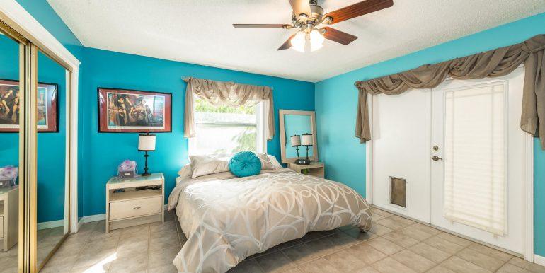 16Sapphire-bedroom