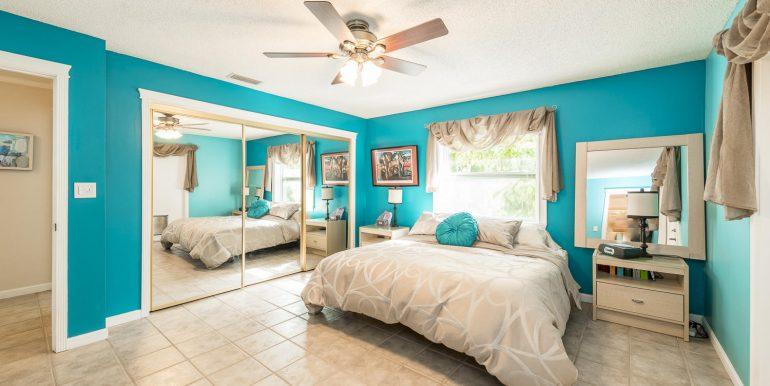 16Sapphire-bedroom1-2