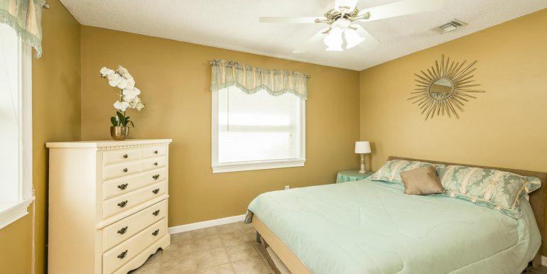 16Sapphire-bedroom3