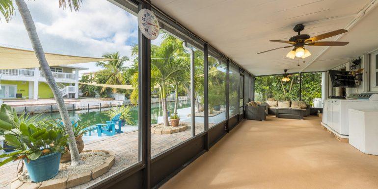16Sapphire-screened-porch