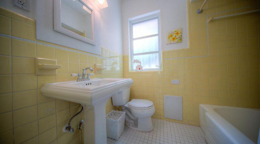 bathroom, 900 Johnson St